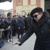Bologna, il mondo dello spettacolo ai funerali di Bibi Ballandi