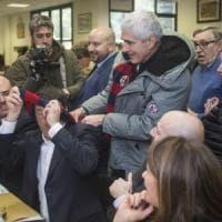 """Bologna, Renzi e Casini alla Casa del Popolo: """"Lega e M5S nuovi barbari da fermare"""""""