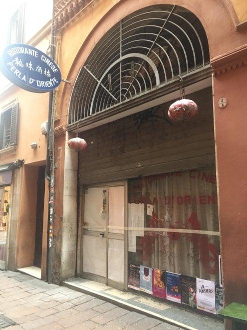 Bologna, chiude lo storico ristorante cinese di vicolo Ranocchi