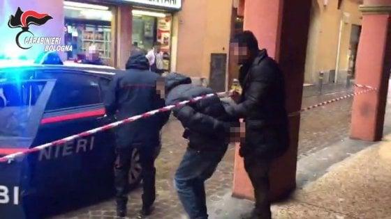 Presa la banda che spacciava cocaina ed eroina nel centro di Bologna