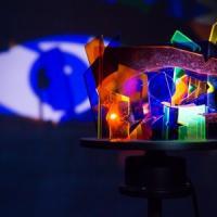 Effetti ottici, illusione e realtà nelle installazioni cinetiche di Virgilio