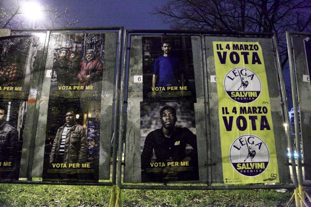 """""""Vota per me"""": manifesti elettorali dei migranti accanto a quelli di Lega e Fratelli d'Italia"""