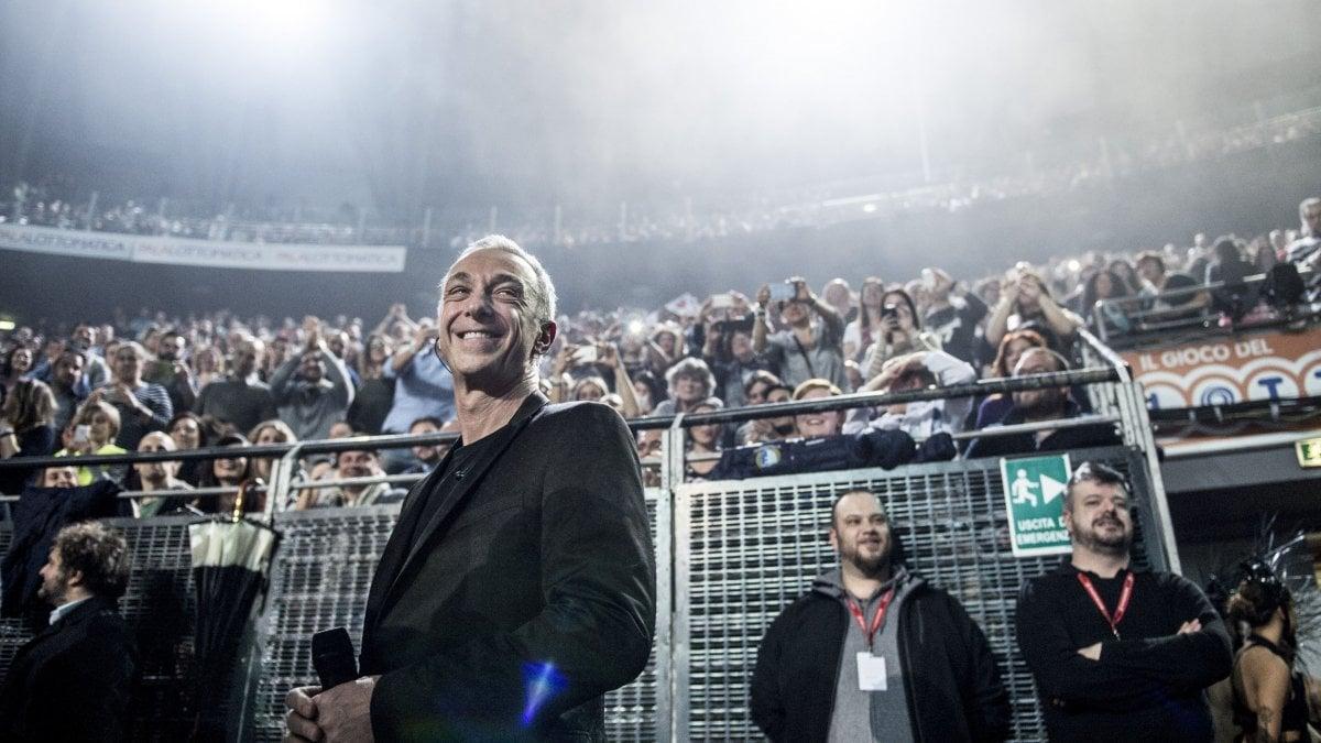 Ligabue carboni e tanti big all 39 unipol arena per radio for Ligabue genova