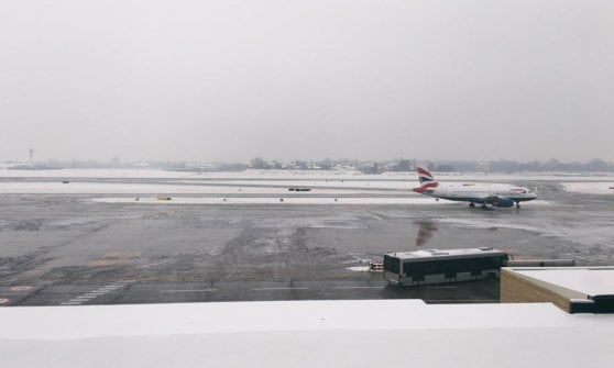 """Emilia ghiacciata, autostrade chiuse. L'aeroporto di Bologna: """"Stiamo finendo il liquido antigelo"""""""