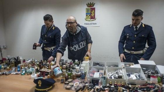Aeroporto Bologna, tre commesse denunciate per furto di profumi: si erano fatte il duty free in casa