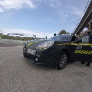 Ferrara, donna cade nel Po di Volano: salvata da un finanziere