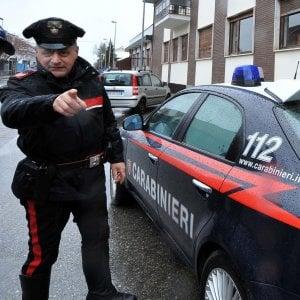 Ubriaco, picchia la moglie davanti ai figli piccoli: arrestato