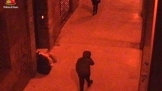 Bologna, donna rapinata e picchiata: arrestato un 20enne