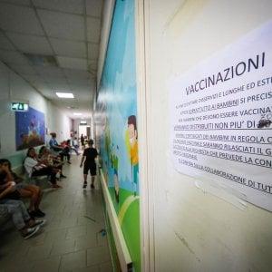 Emilia-Romagna, nei reparti ad alto rischio degli ospedali potrà lavorare solo chi è vaccinato