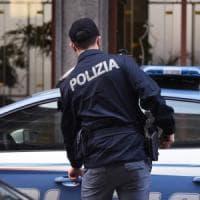 Bologna, la polizia arresta due pusher: subito fuori