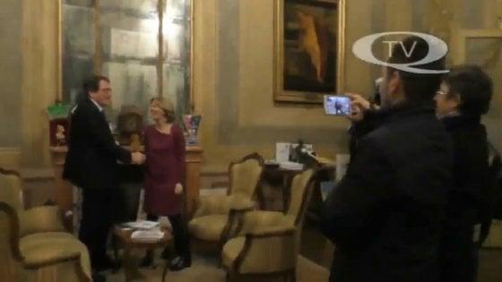 """Modena, gaffe di Beatrice Lorenzin: """"Quello è Gino Paoli?"""". Ma è il ritratto di Enzo Ferrari"""