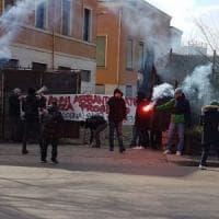 Bologna, Crash occupa ex Poste