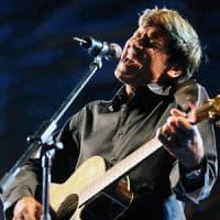 Bologna, Gianni Morandi stasera canta in casa: