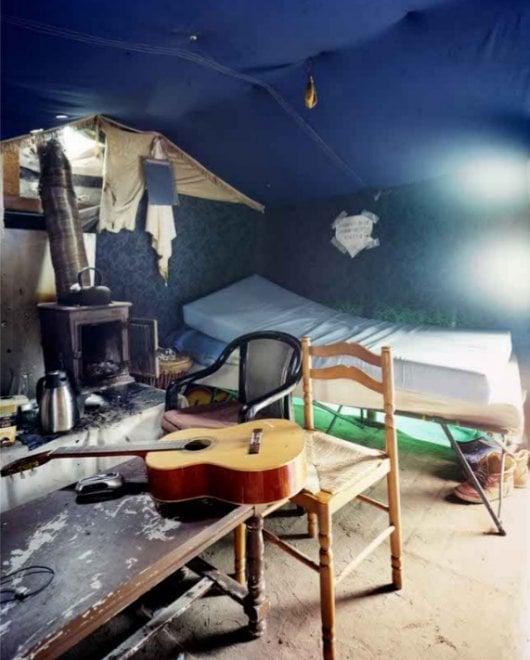 Bologna, lo sguardo del fotografo Bruno Fert nelle tende dei migranti