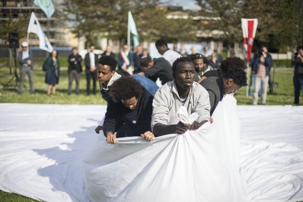 """A Bologna nasce il parco """"3 ottobre 2013"""", in memoria delle 368 vittime del naufragio di Lampedusa"""