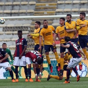 Il Bologna batte il Verona con Verdi e Nagy: 2-0