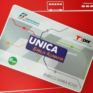 """Una tessera """"Unica"""" per i pendolari dell'Emilia-Romagna: conterrà gli abbonamenti del bus e del treno"""