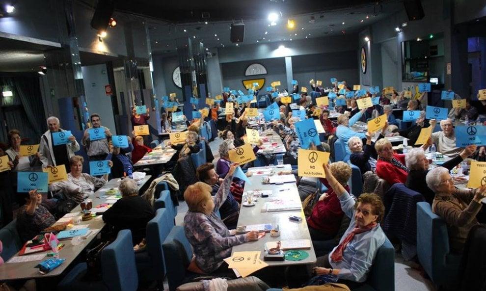 Bologna, nonne alla tombola: flash mob per la Siria
