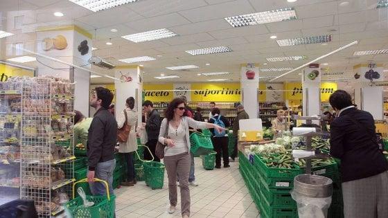 """Emilia-Romagna, i sindacati agli addetti del commercio: """"Non lavorate 25 aprile, 1° maggio e 2 giugno"""""""