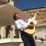 Da Guccini a Prodi: 14mila   foto   in pellegrinaggio dal Papa /   video
