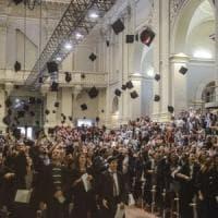 Bologna, quei cento ricercatori con la valigia
