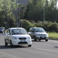 Bologna, automobilista preso a bastonate in testa da lavavetri
