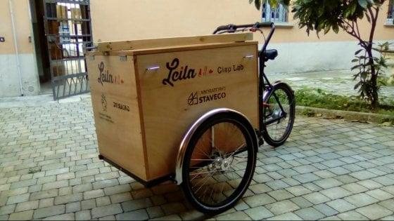 A Bologna la Cargo bike che porta in giro giocattoli e antichi mestieri