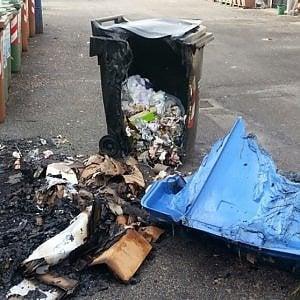 San Lazzaro, altri sei cassonetti dati alle fiamme