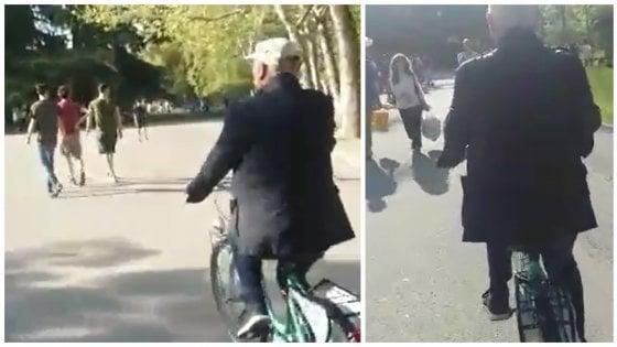 Bologna, imparare ad andare in bici a 75 anni: Giampiero allievo senior di Salvaiciclisti
