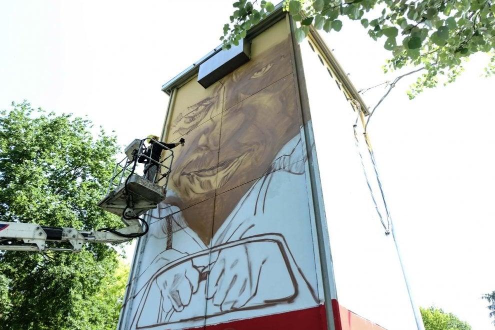 Imola, addio al grigio anonimo delle cabine elettriche: otto storie da raccontare con la street art