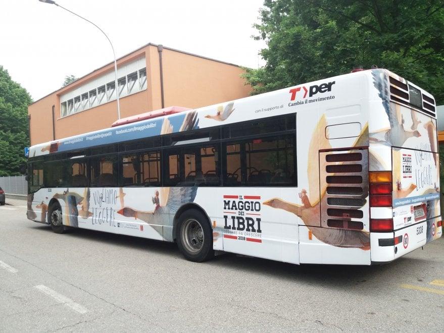 Per le strade di Bologna un bus speciale di Tper per il Maggio dei libri