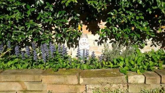 Bologna, un appello per Orfeo, il nano da giardino rapito due volte