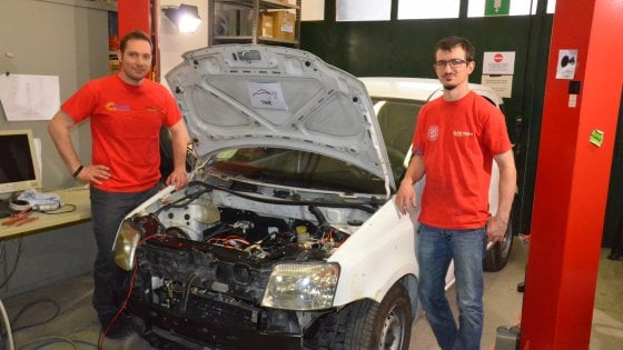 Bologna, così l'auto usata rinasce elettrica: e la vecchia Panda ha una vita nuova