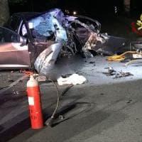 Week end nero sulle strade: ventiduenne muore sul colpo, grave un altro
