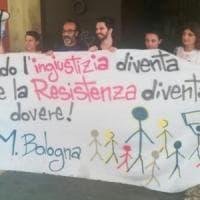 """Maestre col diploma in presidio a Bologna: """"Non licenziateci"""""""