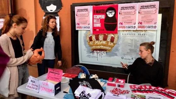 Legge sull'aborto, a Bologna il corteo delle donne