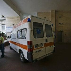 Bologna, anziana pestata a sangue alla fermata del bus