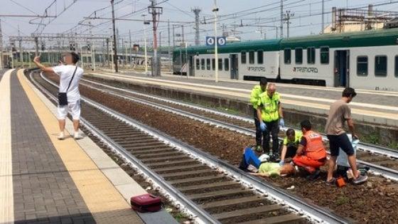 Piacenza, donna sotto un treno (e amputata): lui si fa il selfie