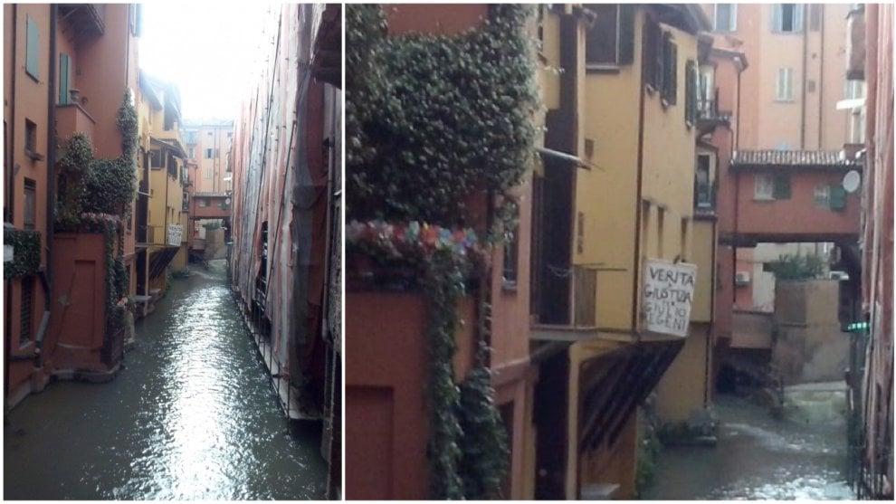 """""""Verità e giustizia per Giulio Regeni"""", quel cartello dalla finestrella più famosa di Bologna"""