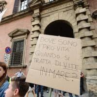 Caso Aquarius, protesta a Bologna contro il governo