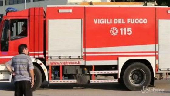 Ferrara, getta mozzicone a terra, in fumo un campo di grano