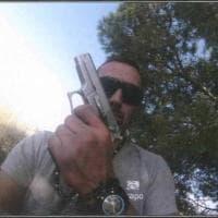 I selfie di Igor in fuga: con la pistola prima di uccidere