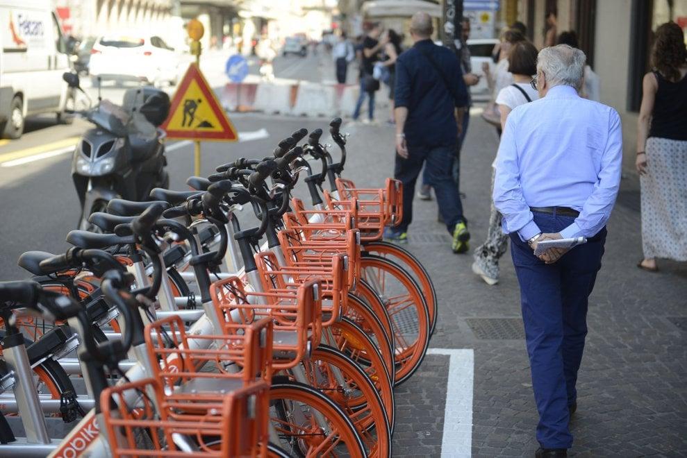 Bike sharing, ecco le prime bici Mobike in centro a Bologna