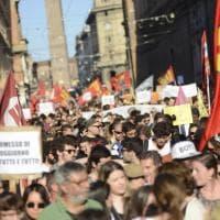 A Bologna il corteo per i rifugiati, contro Salvini