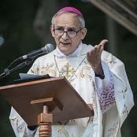 Profughi, la veglia del vescovo di Bologna:
