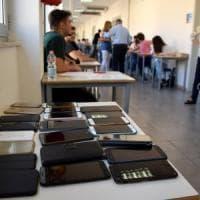 Maturità Bologna, esame sospeso a uno studente dell'alberghiero: aveva il cellulare