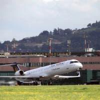 Bologna, passeggero colto da infarto all'aeroporto Marconi