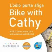 Bologna, in bici al fianco di Cathy La Torre, l'avvocata e attivista Lgbt
