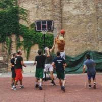 Bologna, Làbas apre un playground: il basket