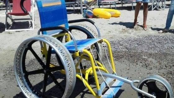 Pesaro, rubata in spiaggia una carrozzina per bambini disabili: l'appello in Rete